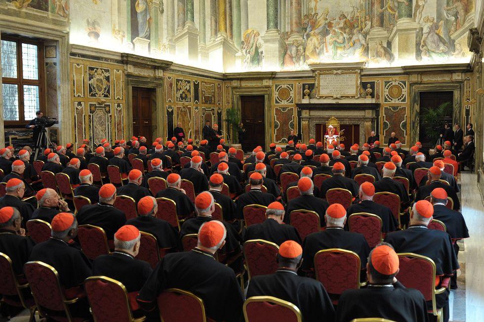 Conclave, Atto 1° - Giuramento e sorteggio stanze