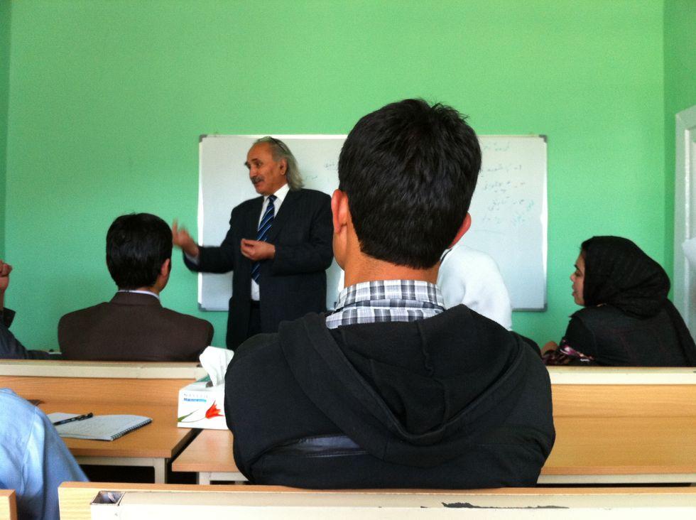 I versi del poeta Naderi tra gli studenti di Kabul