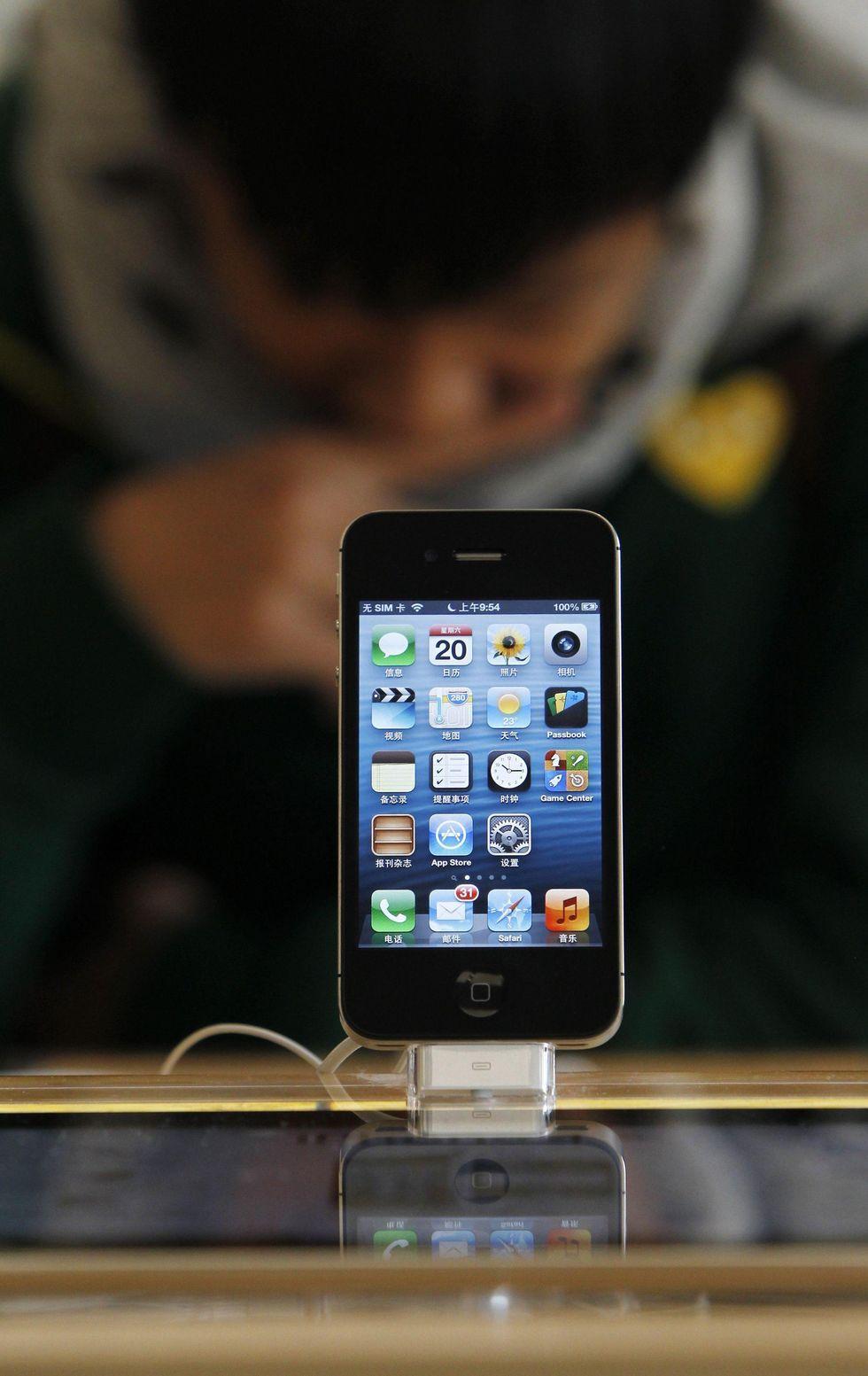 Nuovo iPhone, Apple brucia le tappe