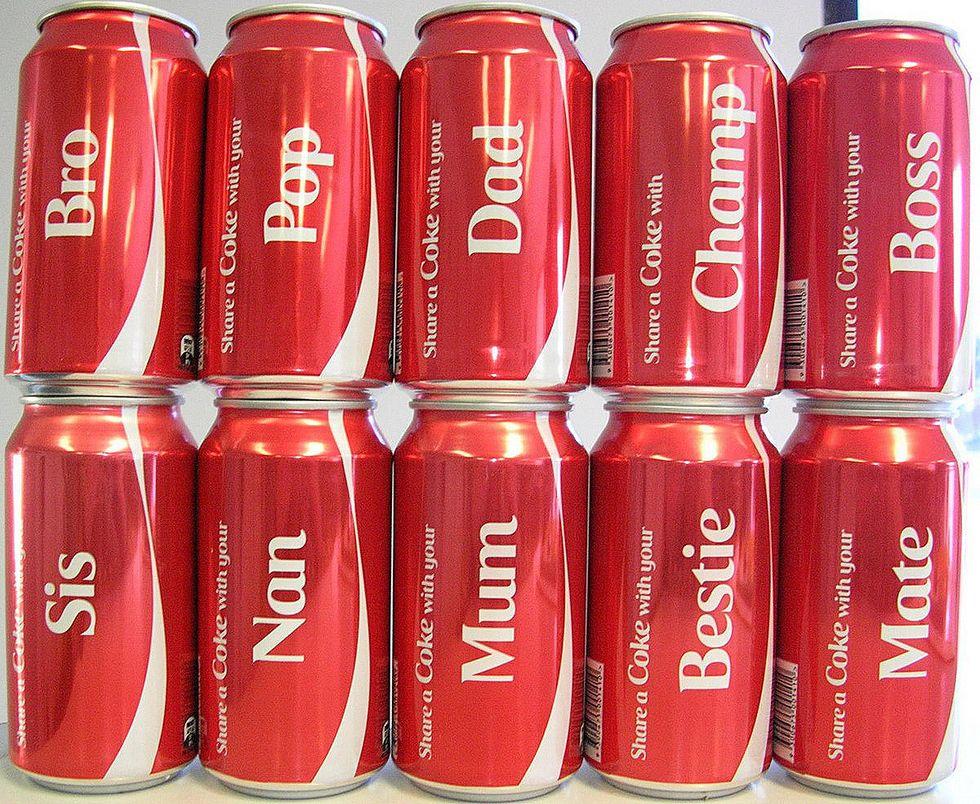 La Coca-Cola personalizza le lattine: è boom di vendite