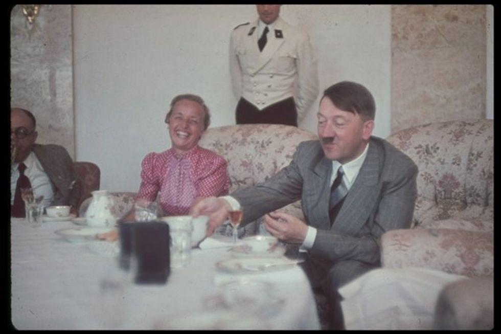 «Faceva monologhi insulsi e interminabili su diete, templi greci e cani pastore». A pranzo con Hitler