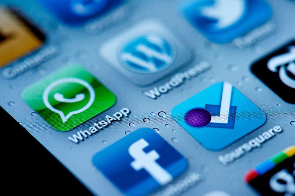 WhatsApp & Co battono gli Sms