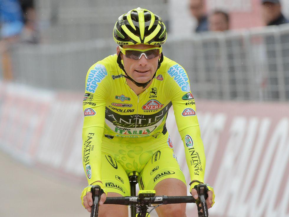 Doping e neve: il venerdì nero del Giro
