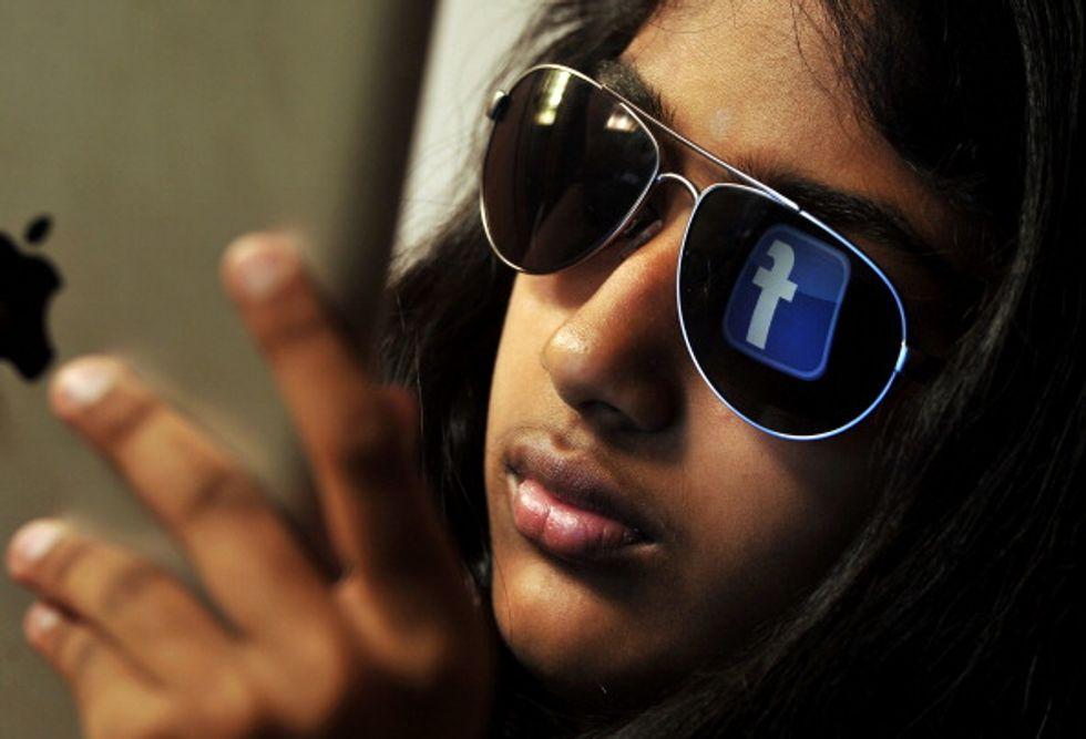 """Morti, suicidi, il """"male"""" via Facebook"""