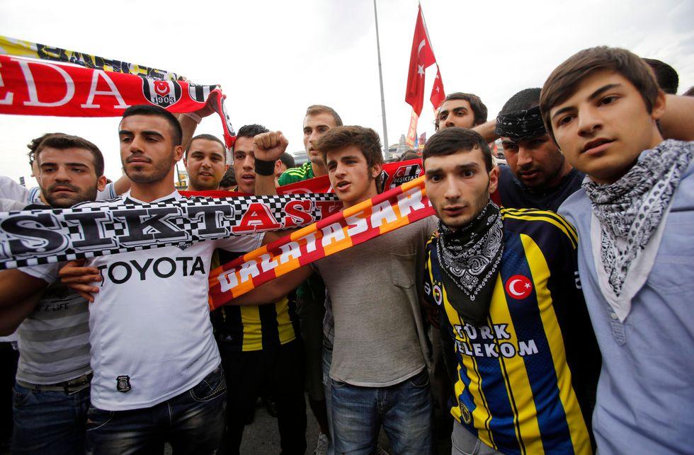 Turchia: la protesta unisce gli ultras