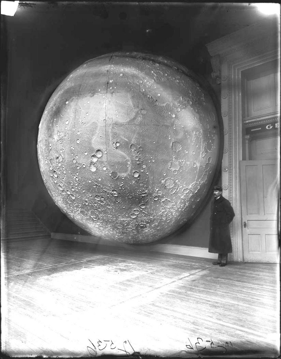 «La luna è una vescica di strutto»: il lirismo sadico e l'angoscia del lupo mannaro