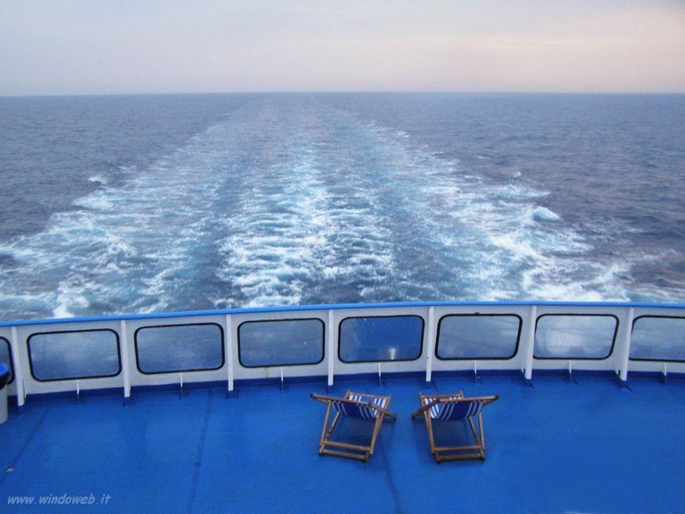 Traghetti & turismo: i 'giochi sporchi' delle compagnie