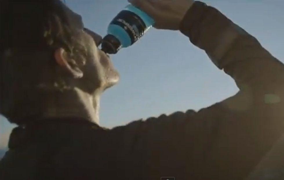 Coca-Cola e il Powerade: lo spot punta sulla forza