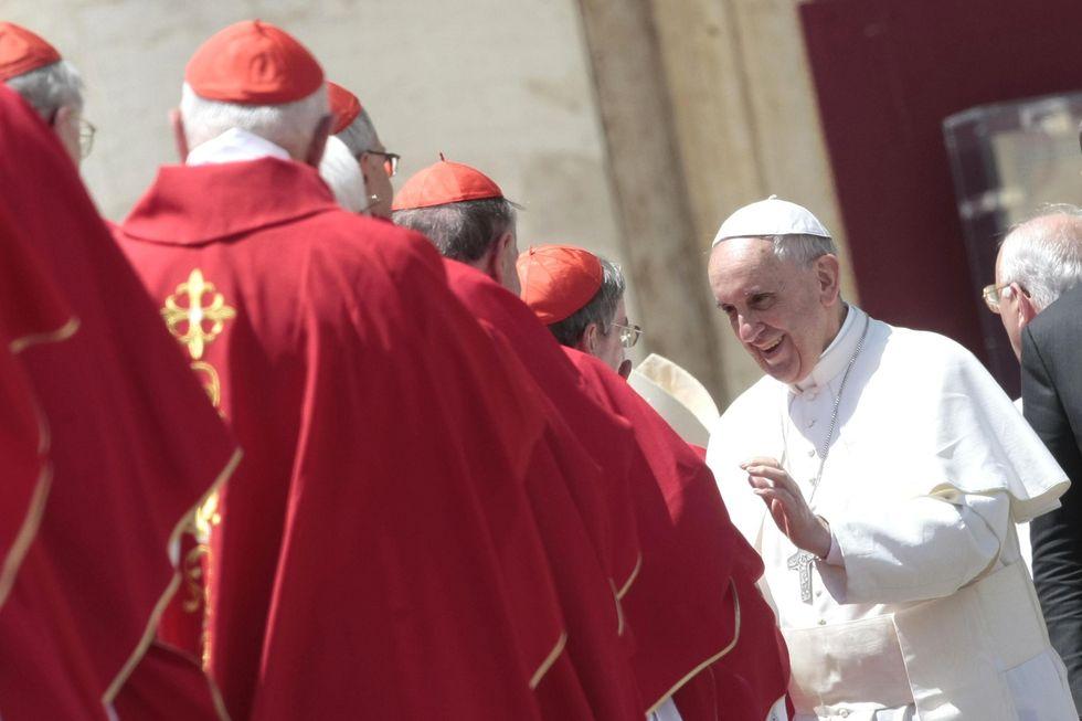 Ior: Bergoglio ridimensiona il potere di Tarcisio Bertone