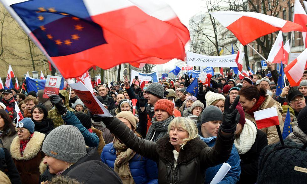 Polonia proteste per libertà di stampa