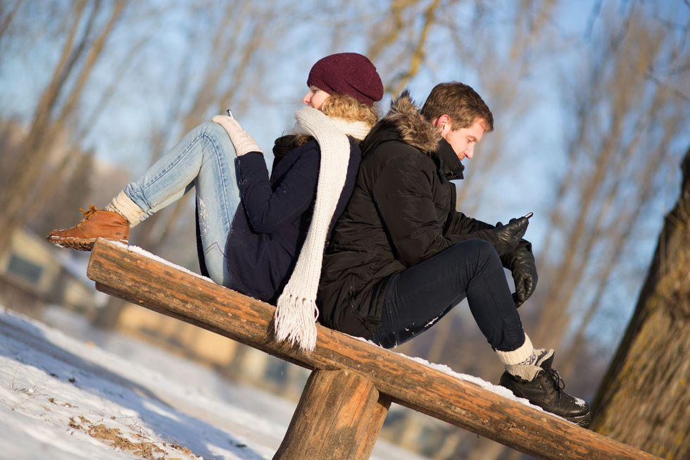 Amore, coppie felici senza social network