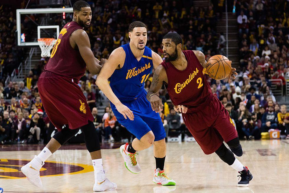 Nba: Irving affonda i Warriors. Il duello di Natale va ai Cavs
