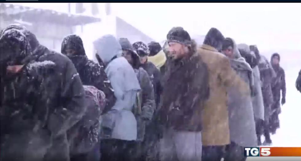 belgrado video migranti neve freddo