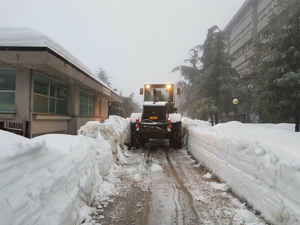 Prosegue il maltempo in Italia, con neve, freddo e forte vento - Foto e Video
