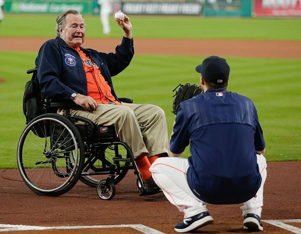 Il vecchio Bush è stato ricoverato a Houston