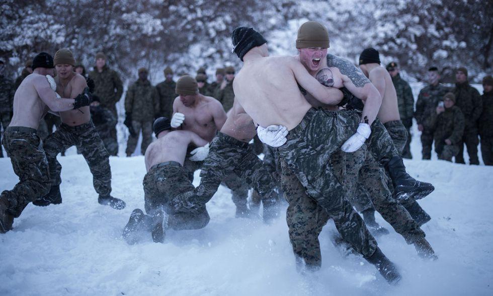 Militari nella neve in Corea del Sud