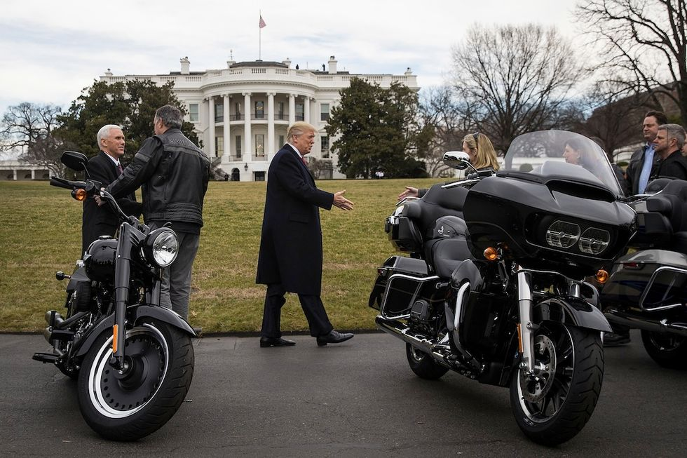 Il Presidente Trump incontra i vertici Harley Davidson alla Casa Bianca