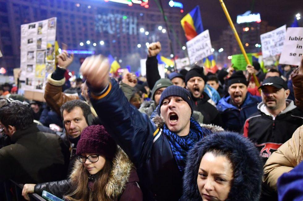 Romania: vince la piazza, via il decreto salva-corrotti