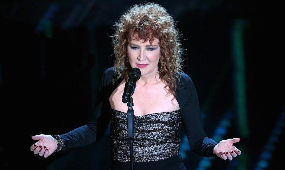 """Fiorella Mannoia ha cantato """"Sempre e per sempre"""" durante la serata cover di Sanremo 2017"""