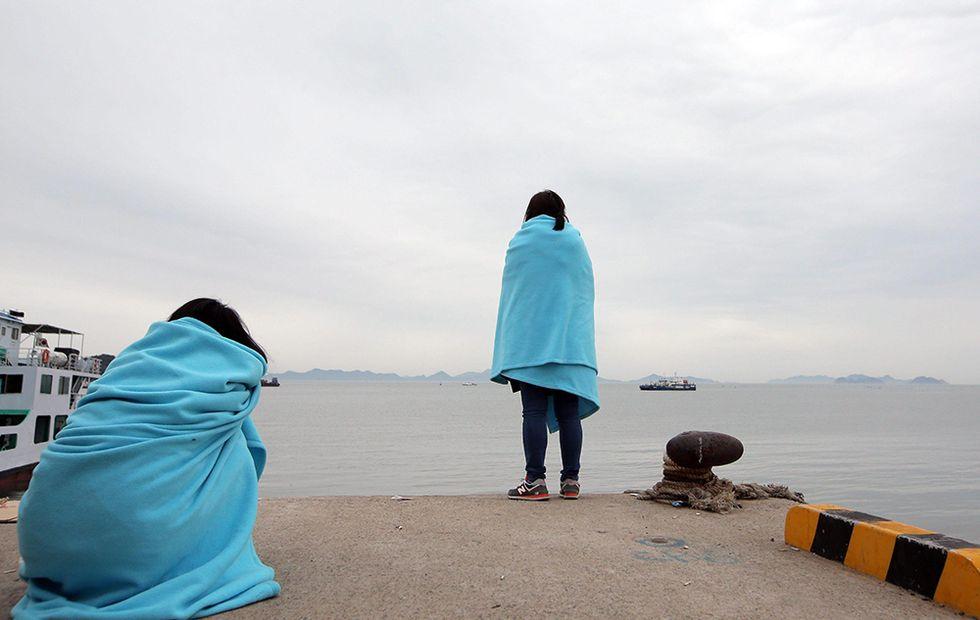 Dispersi in mare in Corea del Sud e altre foto del giorno, 17.04.2014