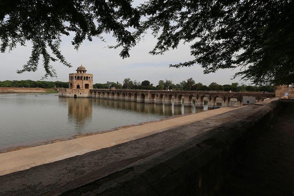 L'Hiran Minar, dove riposa l'antilope dell'imperatore