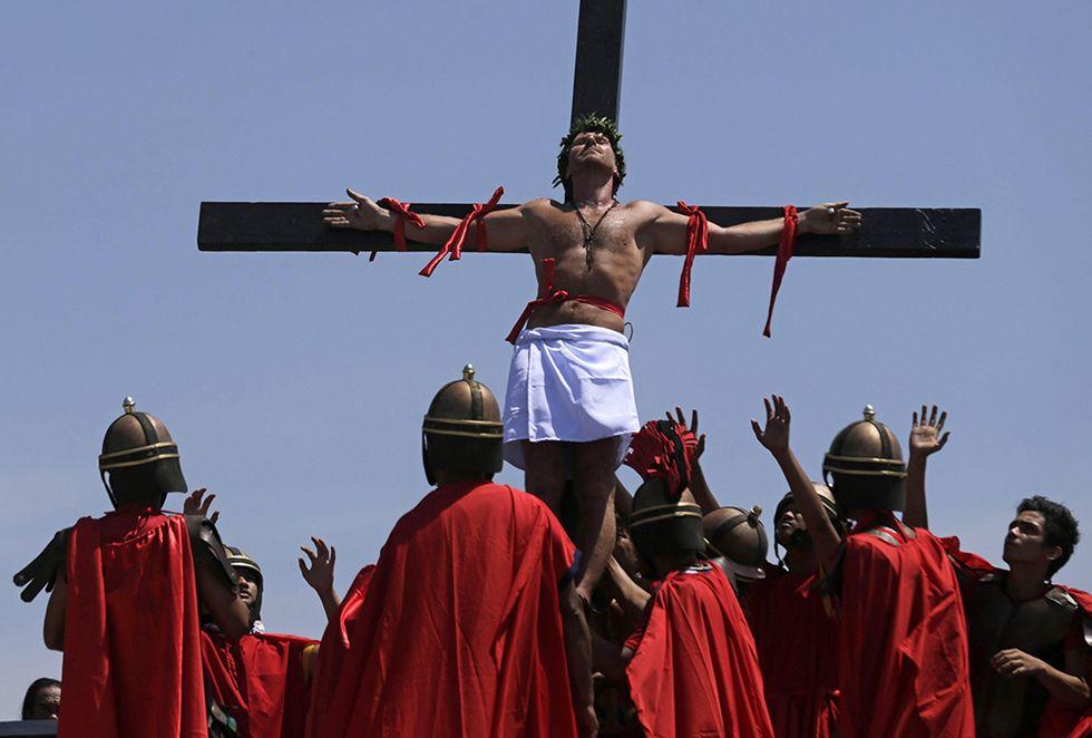 Le celebrazioni del Venerdì santo e altre foto del giorno, 18.04.2014