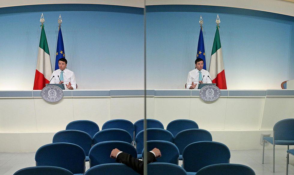 Matteo Renzi risponde via Twitter e altre foto del giorno, 23.04.2014