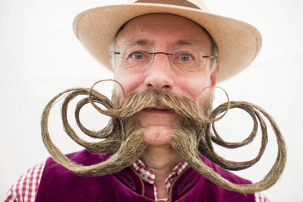 Il campionato europeo di barbe e baffi in Svizzera