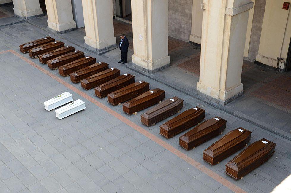 I funerali di 17 migranti a Catania e altre foto del giorno, 28.05.2014