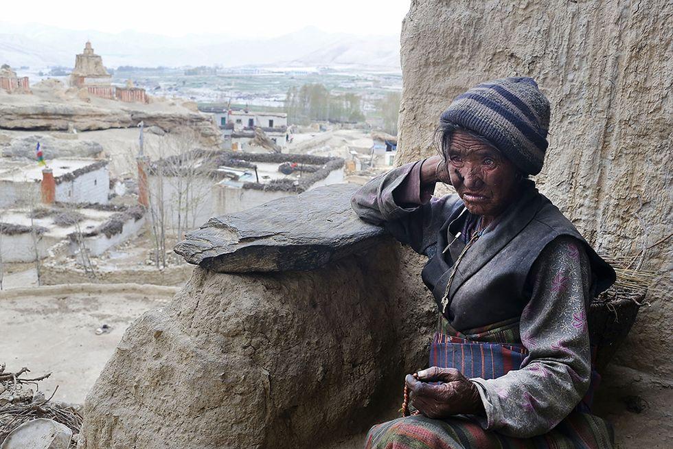 Vita quotidiana nelle Grotte di Mustang, Nepal