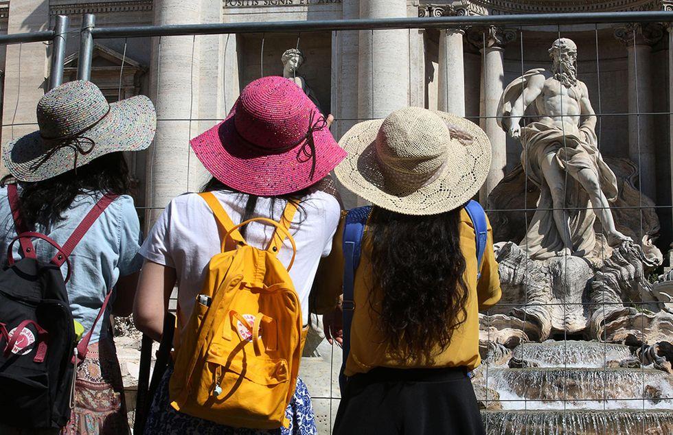 La Fontana di Trevi in restauro e altre foto del giorno, 05.06.2014