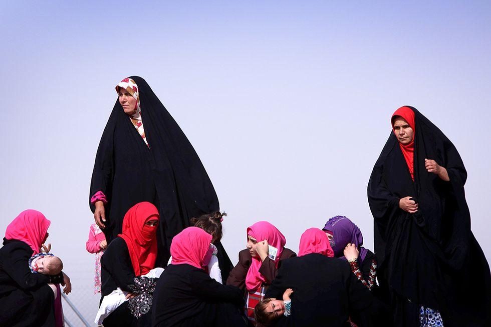 Civili in fuga in Iraq e altre foto del giorno, 13.06.2014