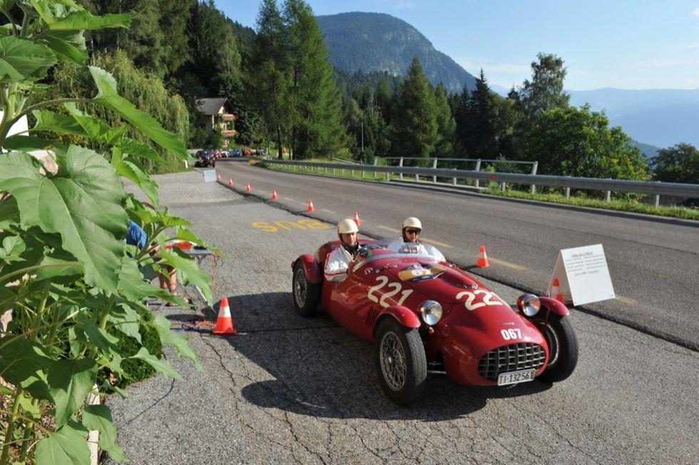 """""""Coppa d'Oro"""": le più belle auto d'epoca sulle Dolomiti"""