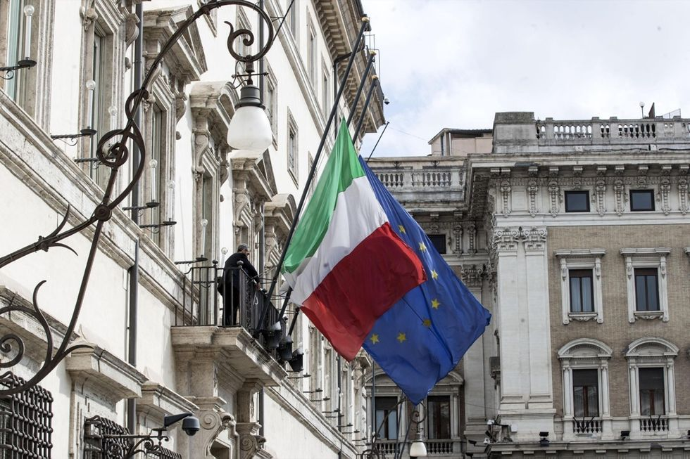 """Perché Conte rischia di essere la """"colf"""" di Salvini e Di Maio"""