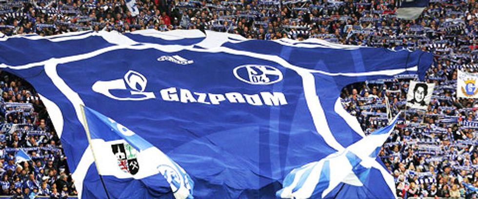 """I tifosi dello Schalke contro Gazprom: """"Non vogliamo lo sponsor di Putin"""""""