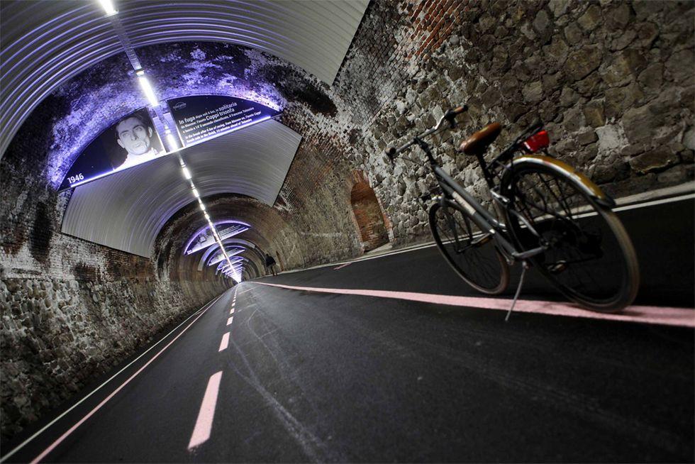 Una galleria ciclabile racconta la Milano-Sanremo