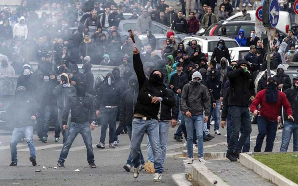 Calcio e violenza, la lunga scia della vergogna
