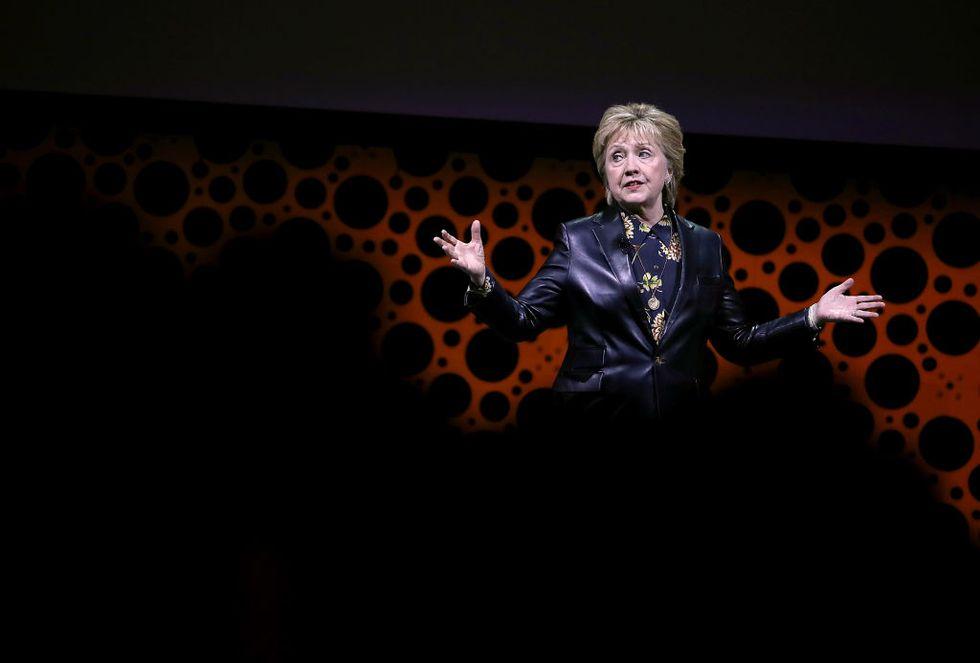 Hillary Clinton è tornata. In carne (pelle nera) ed ossa