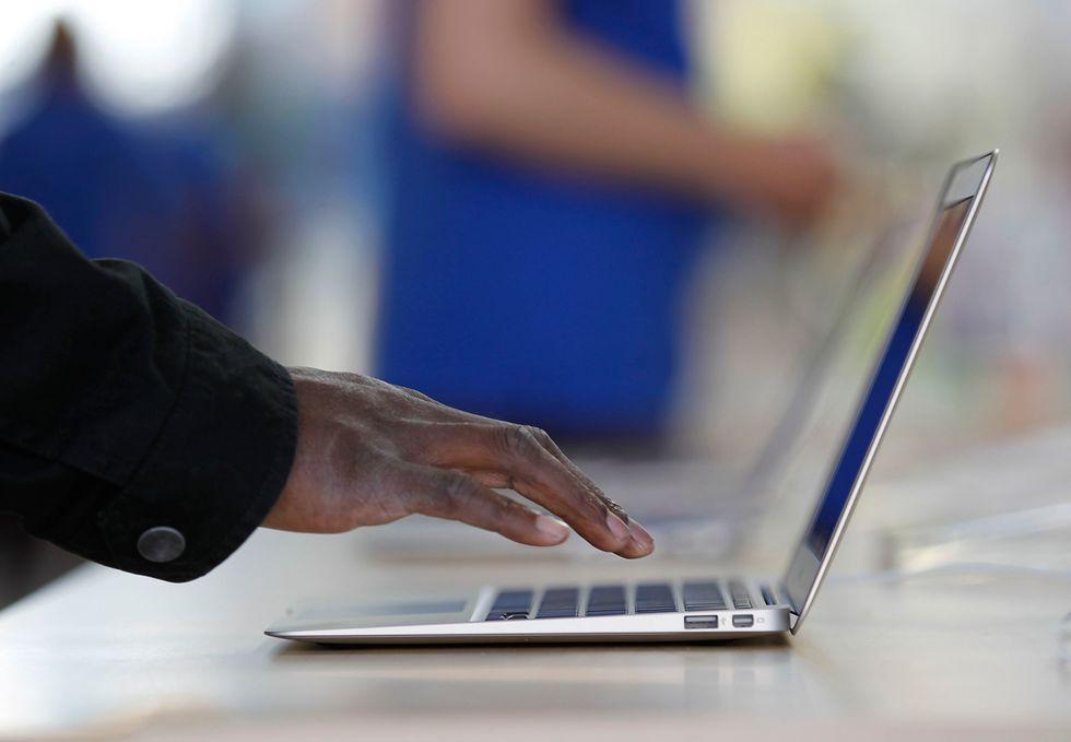 """Microsoft attenta: Apple vuole """"rubarti"""" gli utenti PC"""