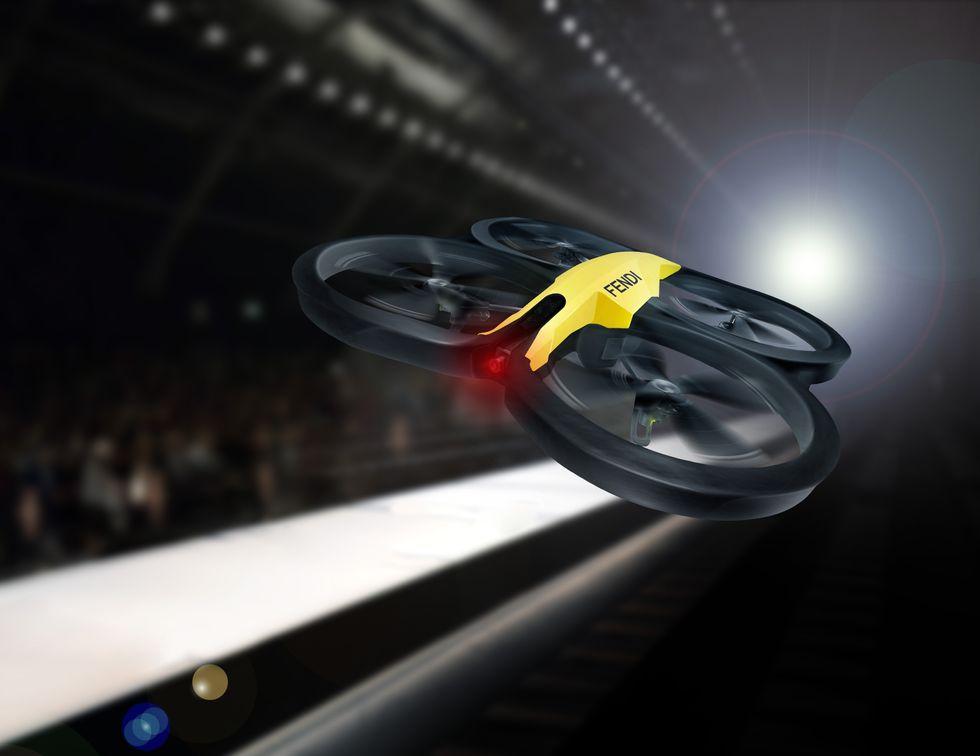 I droni Parrot sorvolano (e filmano) le sfilate milanesi di Fendi