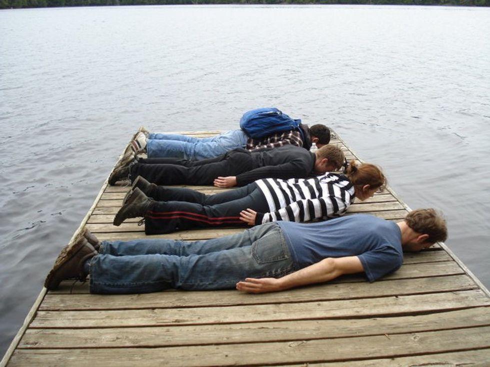 Dal planking al whaling, fenomenologia delle foto virali