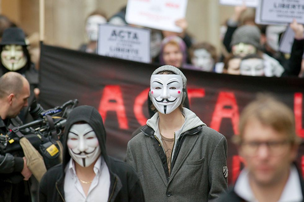 Anonymous Ucraina: online i dati delle carte di credito