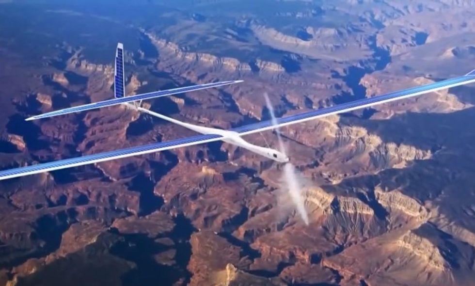 Google soffia i droni titani a Facebook