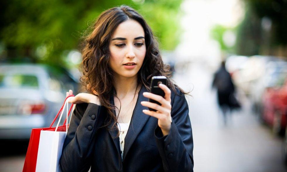 Cinque modi per utilizzare lo smartphone all'estero senza spendere follie