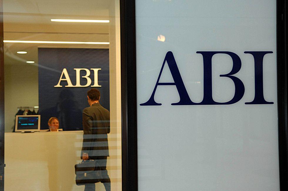 L'Abi disdice il contratto dei bancari: i veri motivi