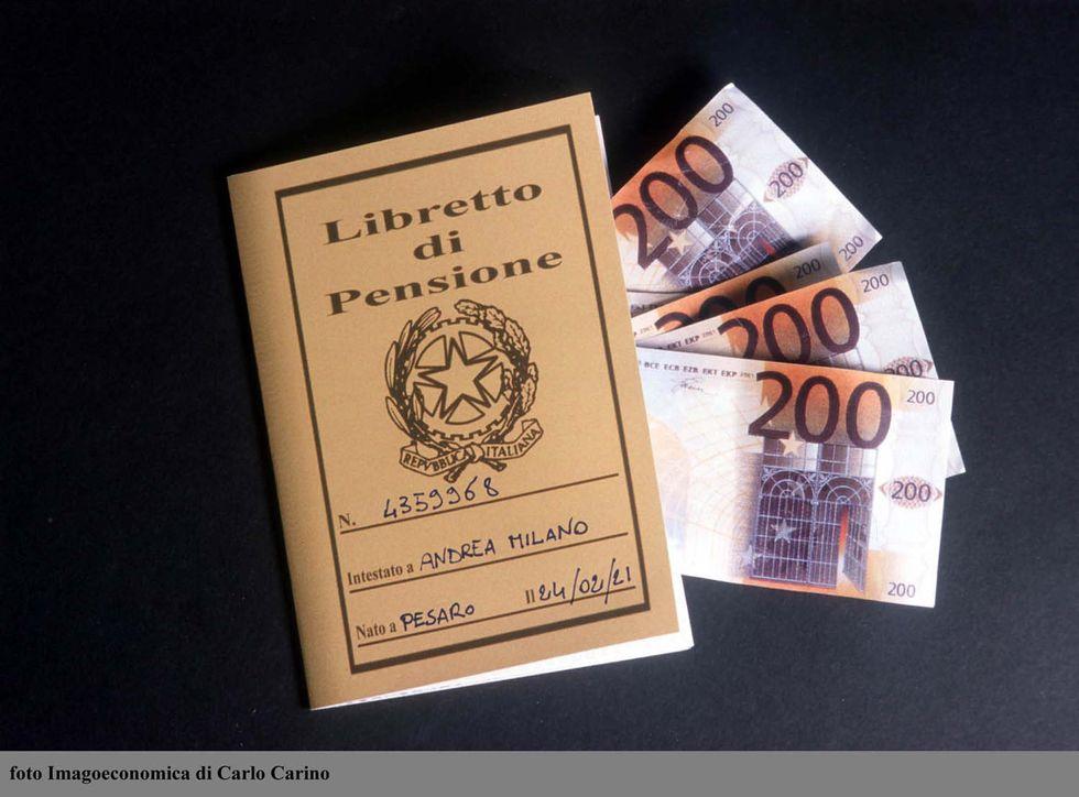 Pensioni d'oro, i tagli in vista e il reddito minimo garantito