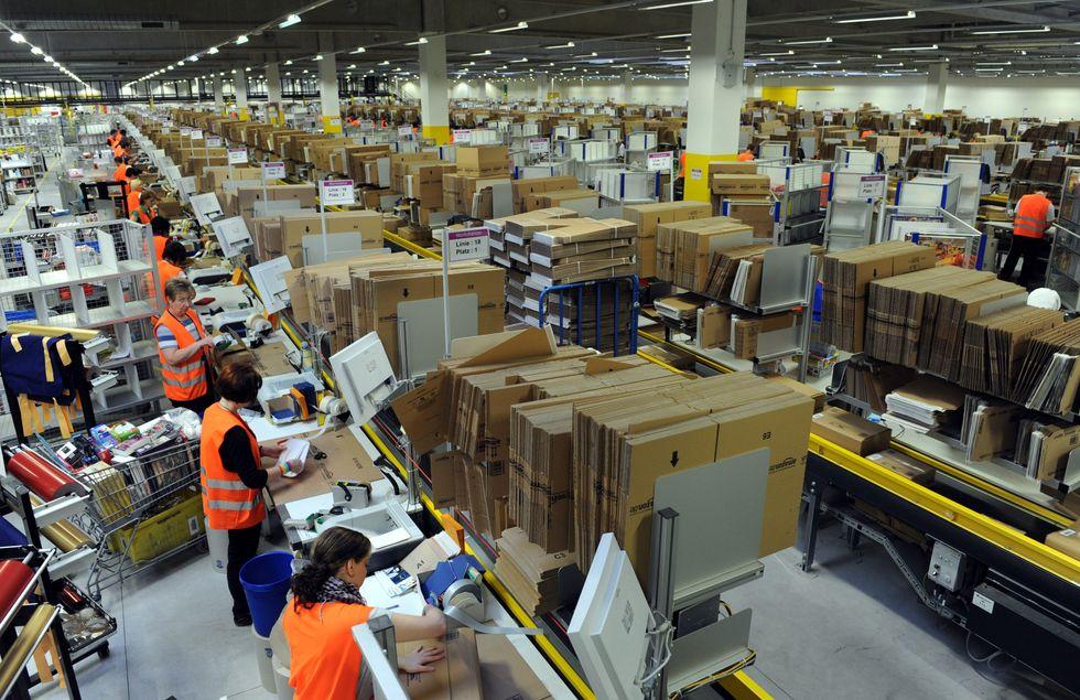 Amazon: troppo stress e turni massacranti nei magazzini
