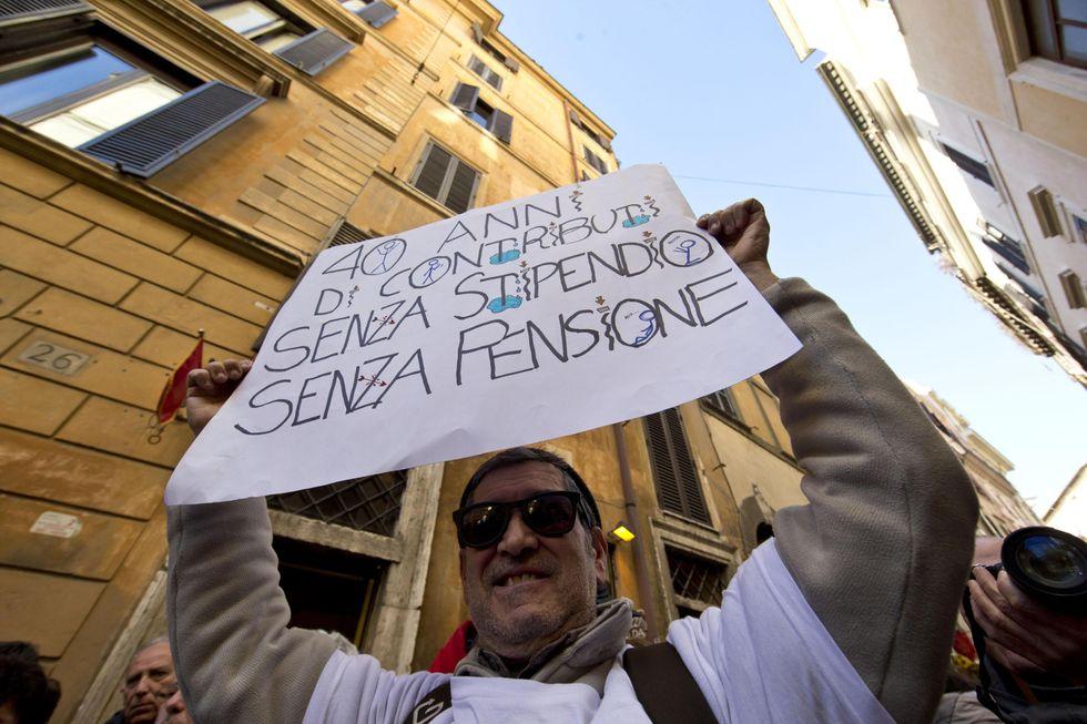Esodati, la crisi di governo e la legge che può salvarli