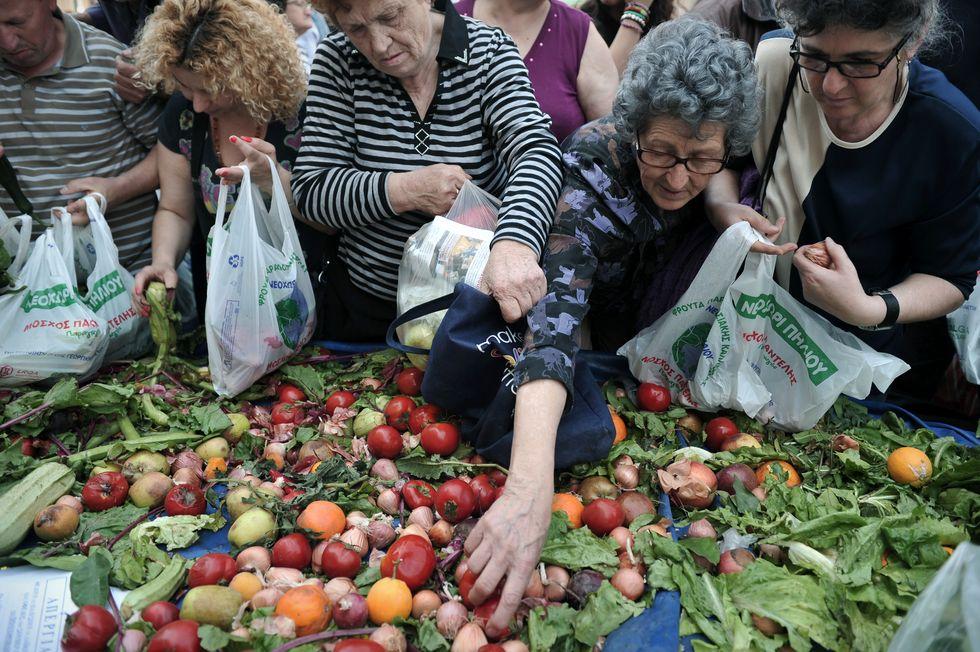 Grecia, cibi scaduti per combattere la crisi