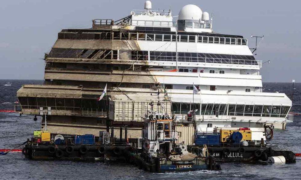 Costa Concordia: rotazione riuscita